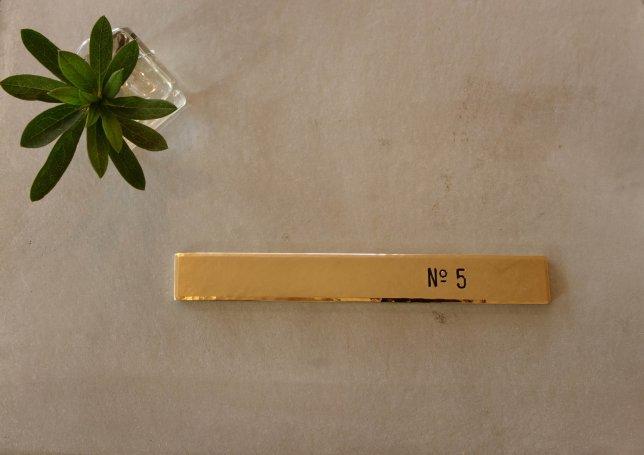 奥津邸真鍮プレート-1